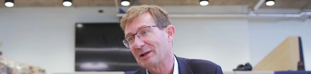 Nic Newman: 'Los periodistas deben volver a conectarse con sus lectores'